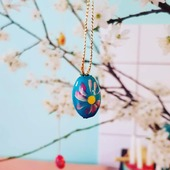 """🌱""""MIJU"""" FORÅRS- & PÅSKEPYNT 🌱 ☀️🐣☀️🌱☀️🐣☀️🌱☀️🐣 ☀️🌱☀️🐣☀️ 🌱☀️🐣☀️ SMÅ SØDE TRÆÆG MED SNOR. Pynt forårsgrene med fine kulørte trææg.  Find mere inspiration på www.miju_julepynt.dk  Giv dine stuer nyt liv med farvestrålende pynt og blomster. Foråret er her nu. Jubiii!  #påskepynt #påskeæg #påskeæg🐣 #påskejagt #påske #pynt #bordpynt #julepynt #naturpynt #traditions #forår #kunst #håndlavet #håndværk #håndmalet #miju_julepynt"""