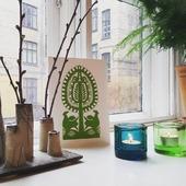 """🌱 """"PYNT MED  PÅSKEKORT"""" 🌱  ☀️🐣☀️🌱☀️🐣☀️🌱☀️🐣 ☀️🌱☀️🐣☀️ 🌱☀️🐣☀️  Masser af skønne håndklippede farvestrålende påske-postkort. Alle forskellige. Vælg din favorit og send en påskehilsen til en du holder af eller pynt stuen med lidt påskestemning. Få mere inspiration på www.miju_julepynt.dk  Giv dine stuer nyt liv med farvestrålende pynt og blomster. Foråret kommer snart. Jubiii!  #påskepynt #påskeæg #påskeæg🐣 #påskejagt #påske #pynt #bordpynt #julepynt #naturpynt #traditions #forår #kunst #håndlavet #håndværk #håndmalet #miju_julepynt"""