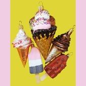 Selvom det er vinter, kan man godt blive fristet til en god is. Nam nam! www.miju-julepynt.dk  #jul #jul2020 #christmas #christmas2020 #glaspynt #håndlavet #håndmalet #kunst #is #ispinde #juletræ #chridtmastree #kunsthåndværk #eventyr #julegaver #present #xmas #minjul #danskjul #pynt #denmark #dekoration #juleaften #tradition #følgmig #miju-julepynt