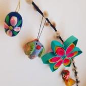 """🌱""""MIJU"""" FORÅRS- & PÅSKEPYNT 🌱 ☀️🐣☀️🌱☀️🐣☀️🌱☀️🐣 ☀️🌱☀️🐣☀️ 🌱☀️🐣☀️ HÅNDMALEDE TRÆÆG MED SNOR OG KULØRTE STJERNER. Pynt op med friske grene og farvestrålende pynt.  Find mere inspiration på www.miju_julepynt.dk  Giv dine stuer nyt liv med farvestrålende pynt og blomster. Foråret er her nu. Jubiii!  #påskepynt #påskeæg #påskeæg🐣 #påskejagt #påske #stjerner #pynt #bordpynt #julepynt #naturpynt #traditions #forår #kunst #håndlavet #håndværk #håndmalet #miju_julepynt"""