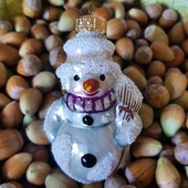 ♥️ www.miju-julepynt.dk 🌲  Denne snemand er min ynglings snemand. ❄⛄🎄  #jul #jul2020 #christmas #christmas2020 #glaspynt #håndlavet #håndmalet #kunst #snemand #sne #juletræ #chridtmastree #kunsthåndværk #eventyr #julegaver #present #xmas #minjul #danskjul #pynt #denmark #dekoration #juleaften #tradition #følgmig #miju-julepynt